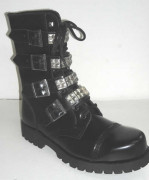 10 with 4 buckles + pyramids black leather