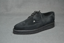 Pointed Creeper lace shoe, plain apron - Black suede