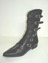 6 Plain buckle boot black leather