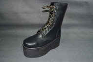 Gold lace 10 eye boot black grain leather