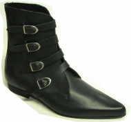 4 Plain buckle boot