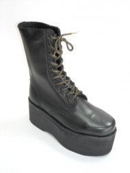 10 eye boot black leather with blk/gold lace